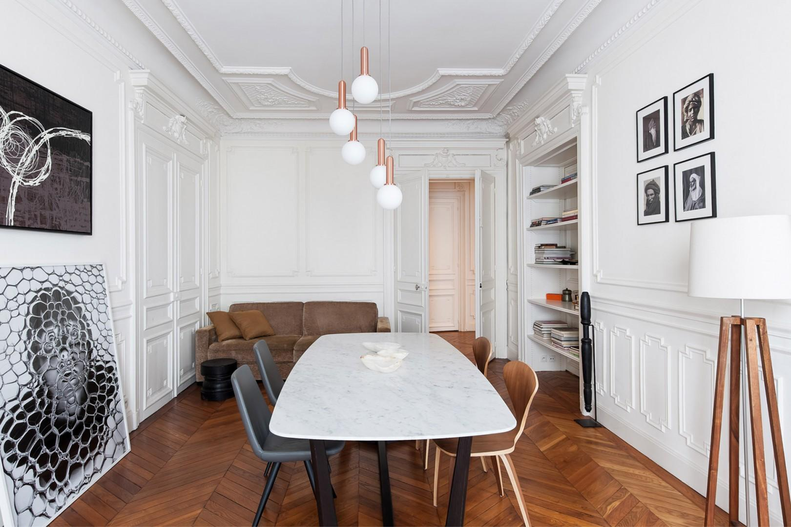 A Parisian dinner party waiting to happen!