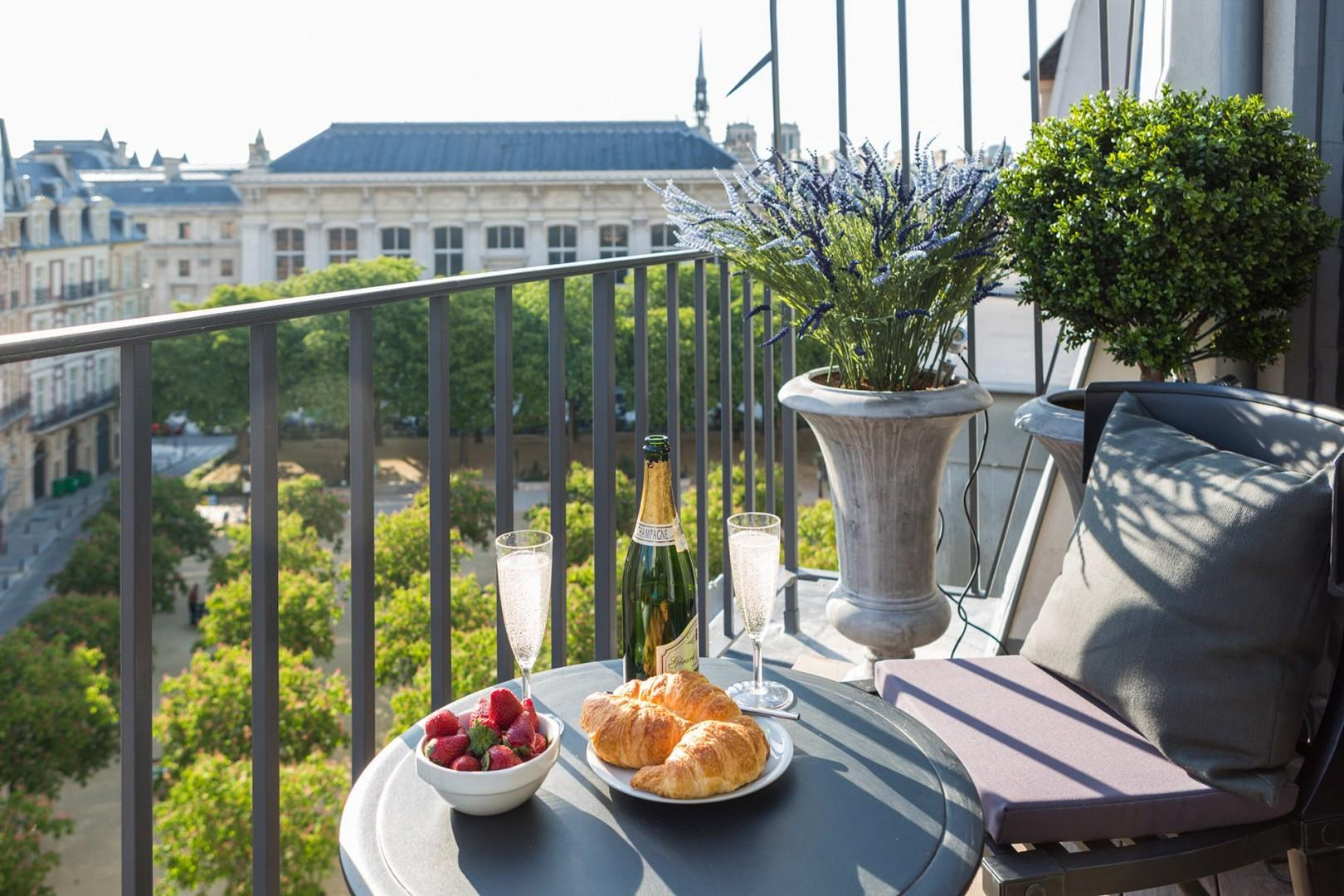 Toast your stay at the Savennières apartment in Paris!