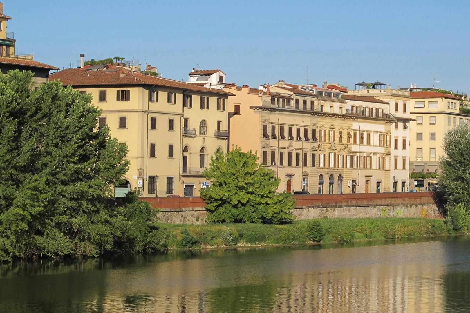 Lungarno Guicciardini invites a stroll.
