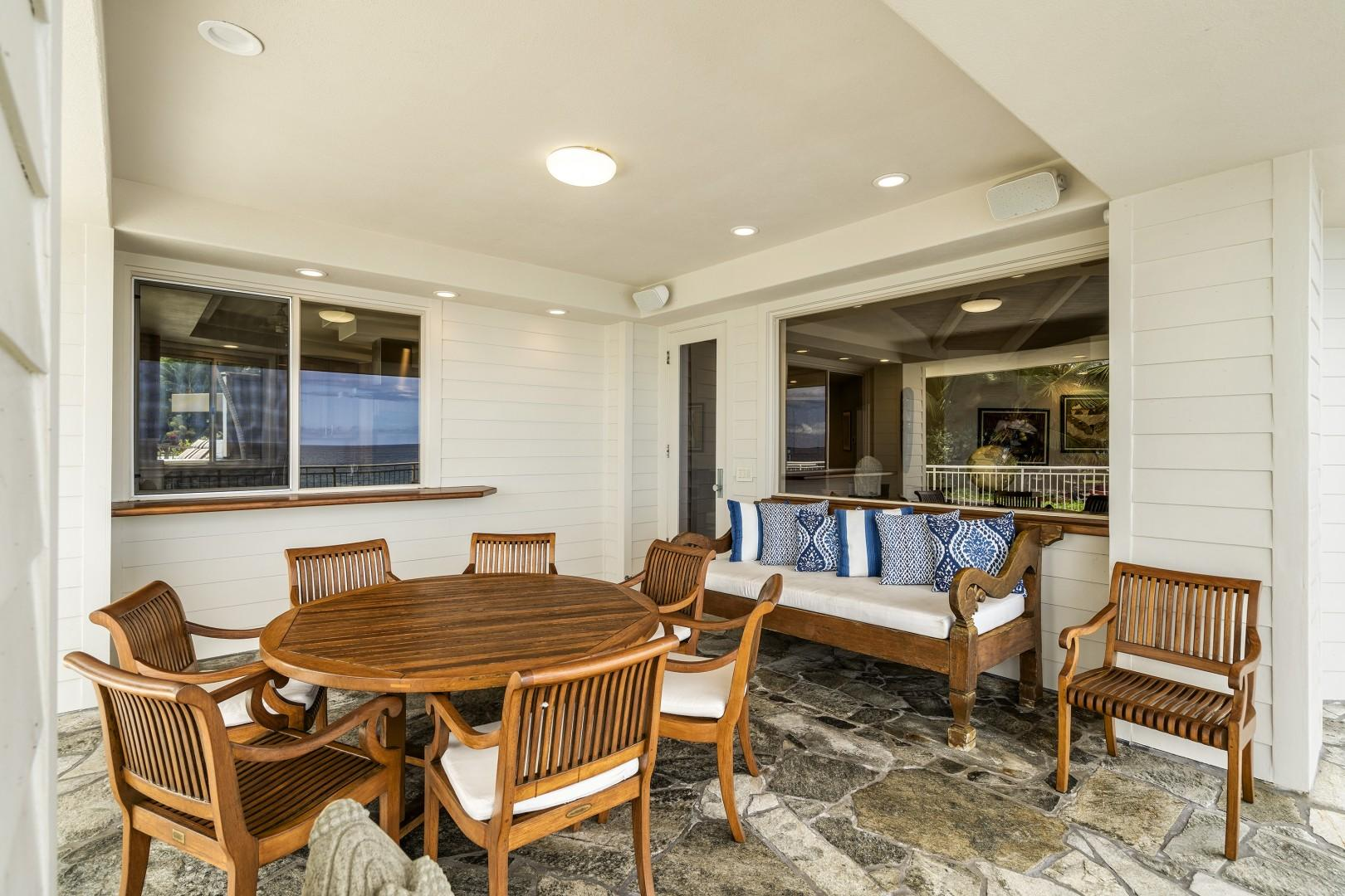 Outdoor dining and lounge style seating!