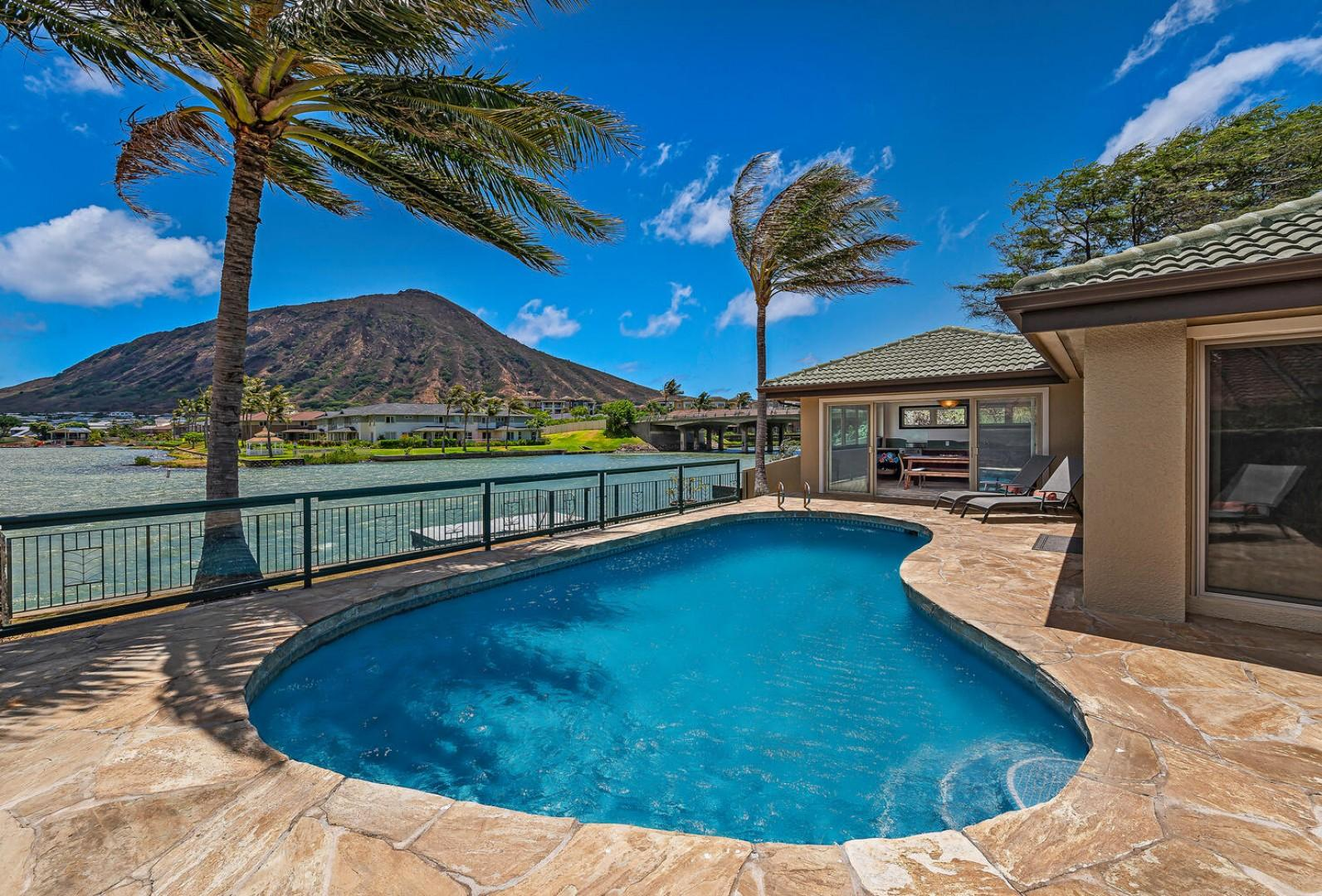 Lounge by the pool with beautiful marina and Koko Crater views!