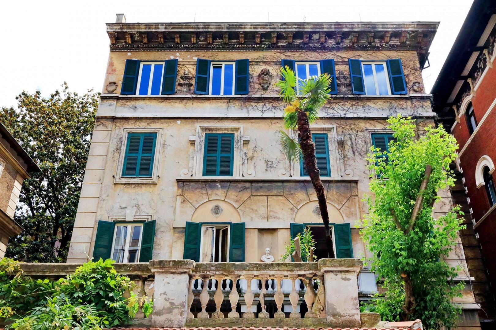 Handsome building were the Elegante apartment is situated.