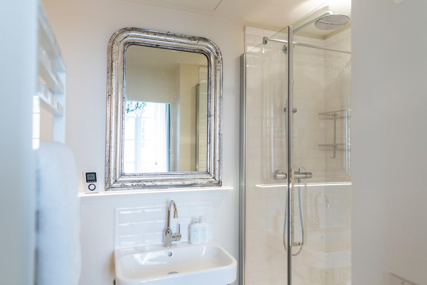 The modern en suite bathroom has a shower, toilet and sink.