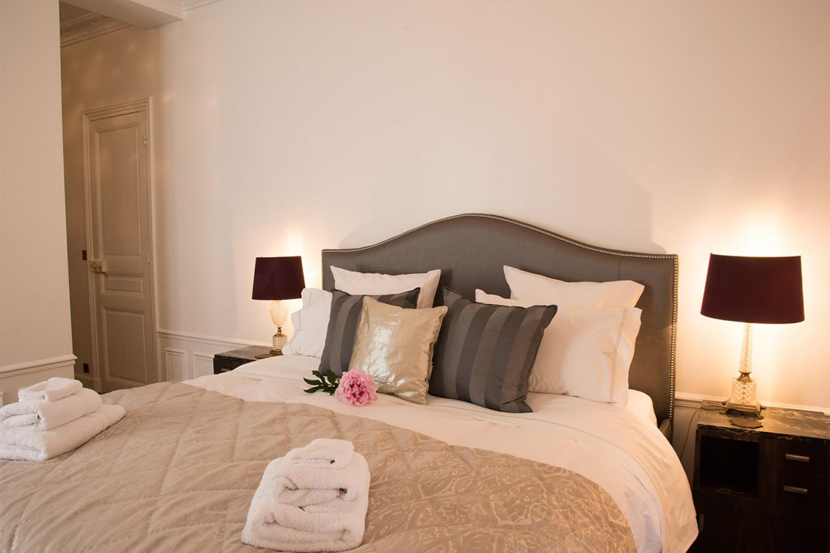 Sink into the sumptuous bed with luxurious linens.