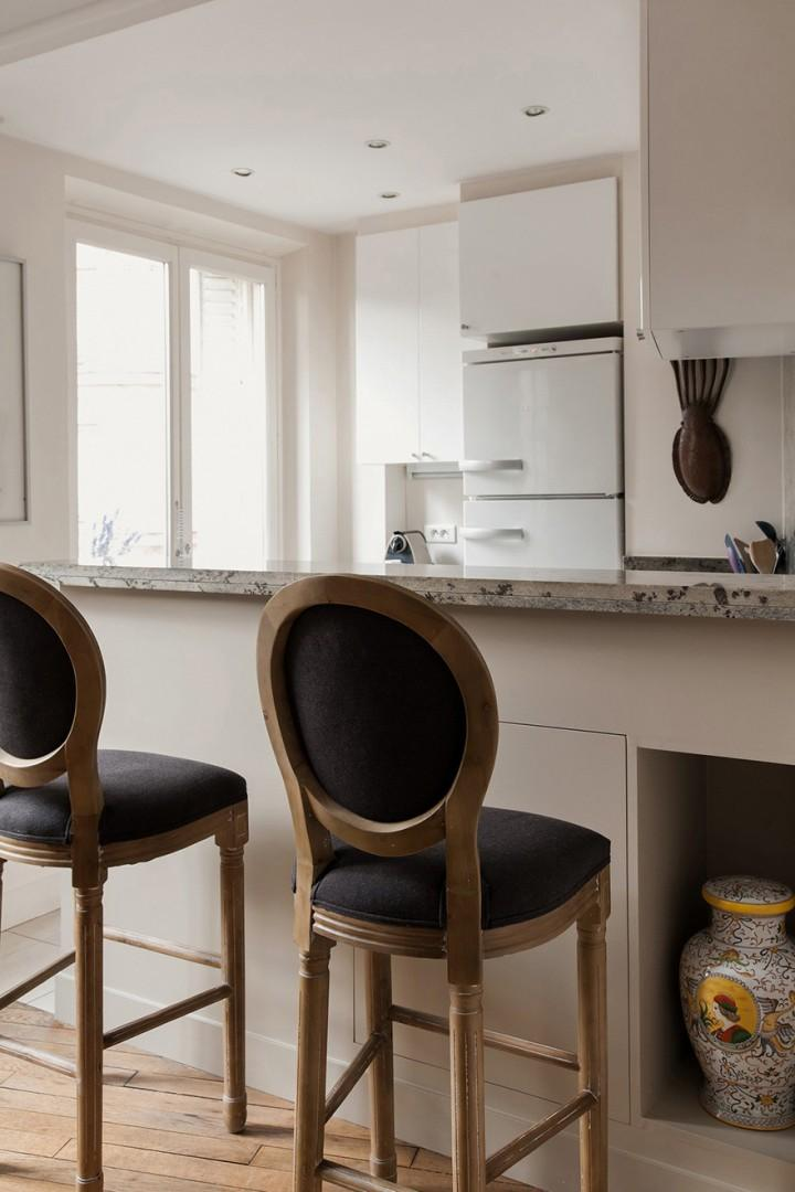 Pull up a chair at the kitchen counter for a casual meal.