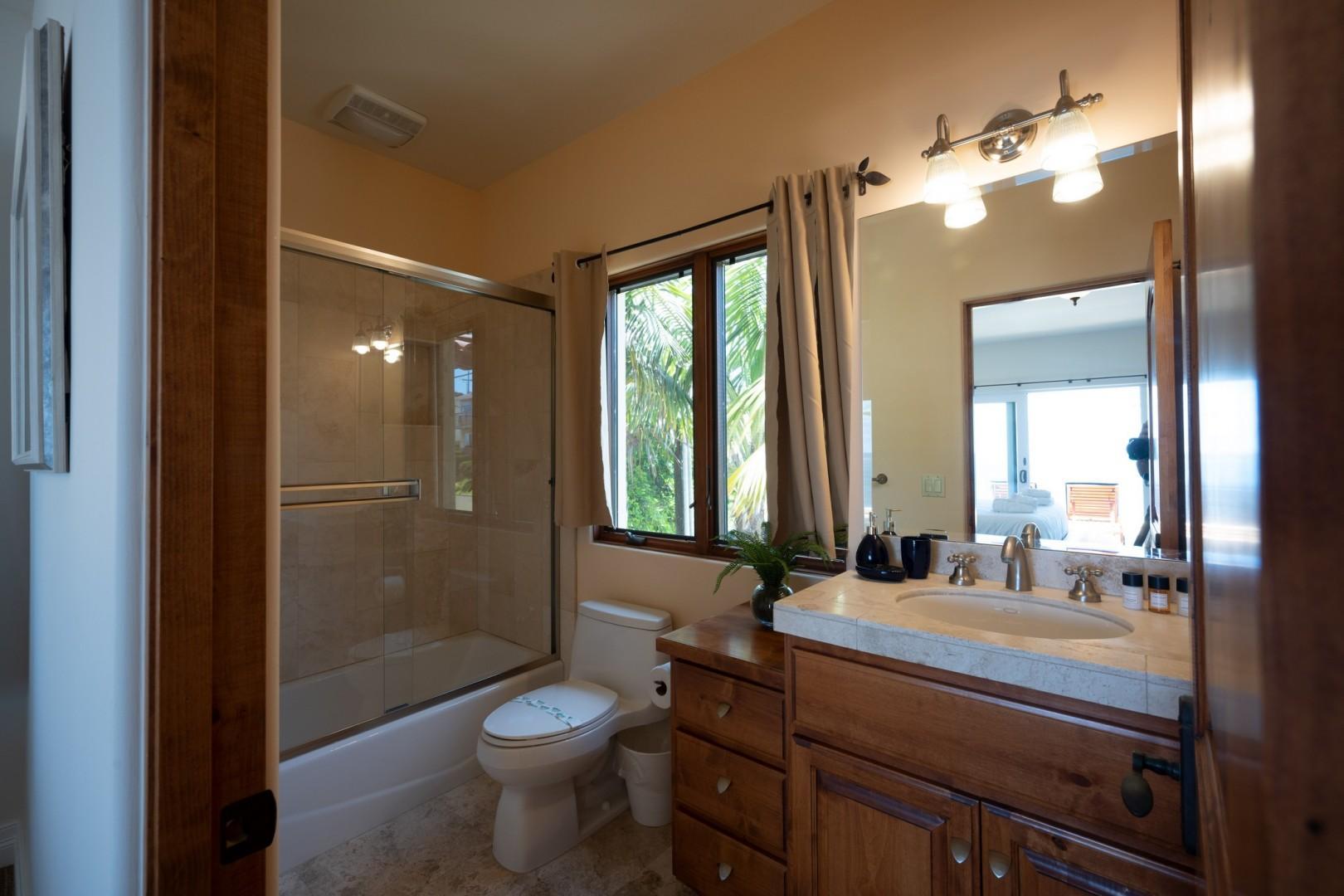 5556-Calumet-Ave-Airbnb-14