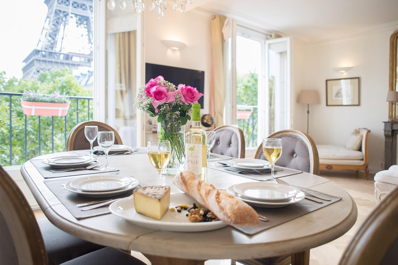 Stunning Parisian views from the dining table