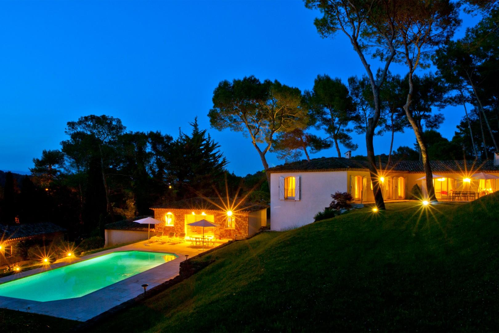 Spend relaxing evenings in this stunning villa