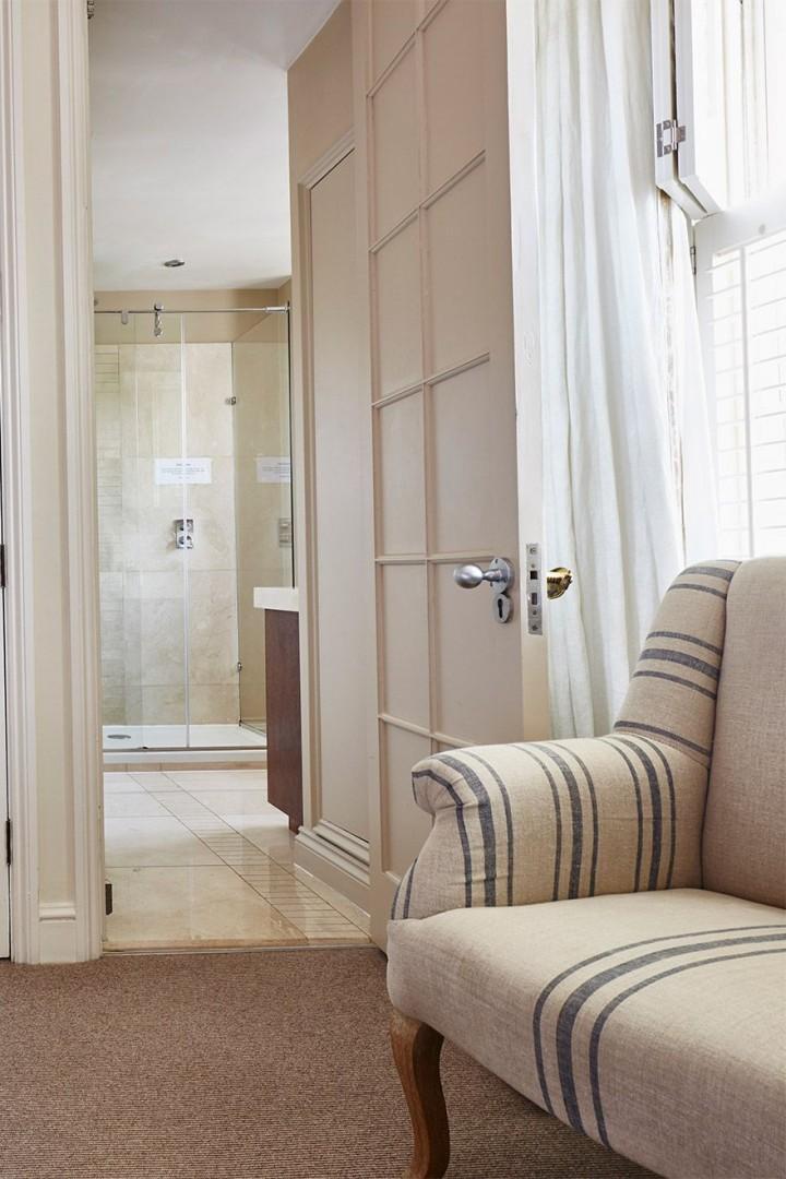 Door to the en suite bathroom