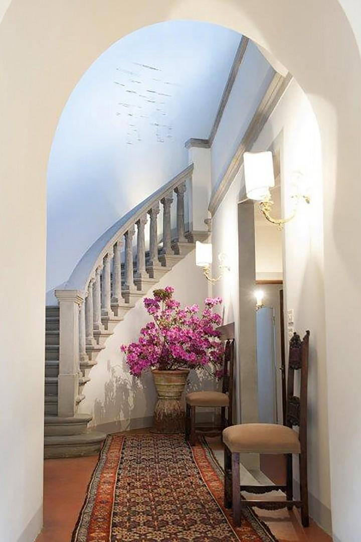 Graceful curved staircase of pietra serena from Fiesole leads to the upper floors.