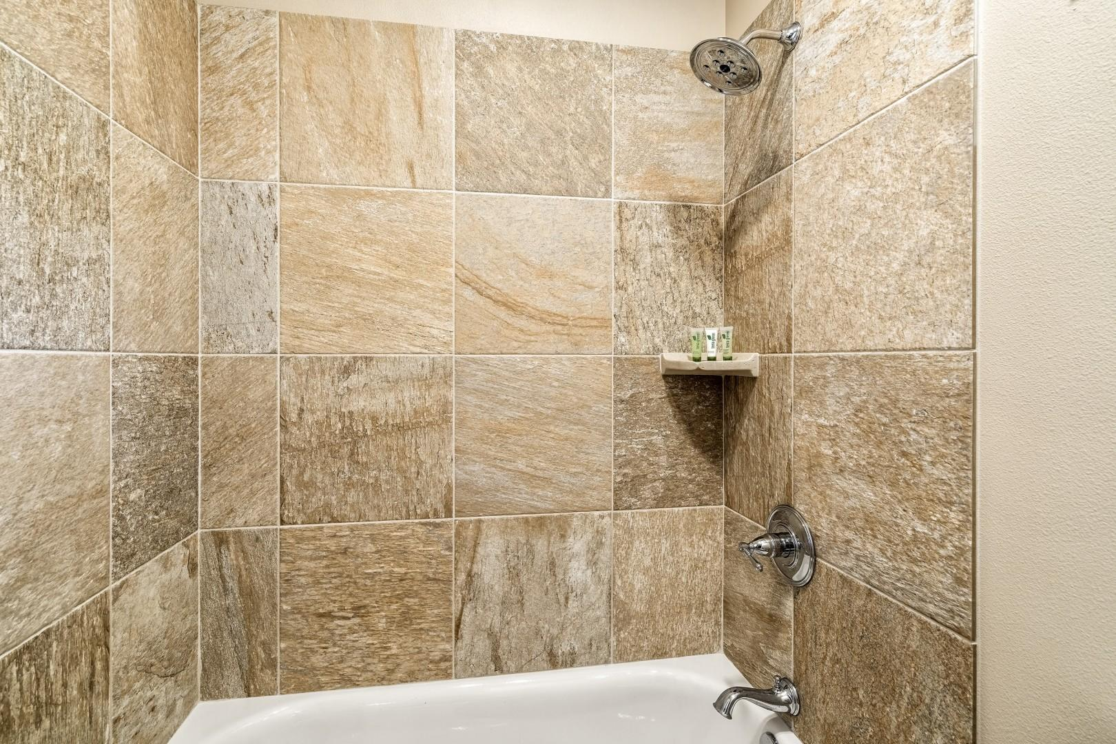 Tub / shower combo in the guest bathroom