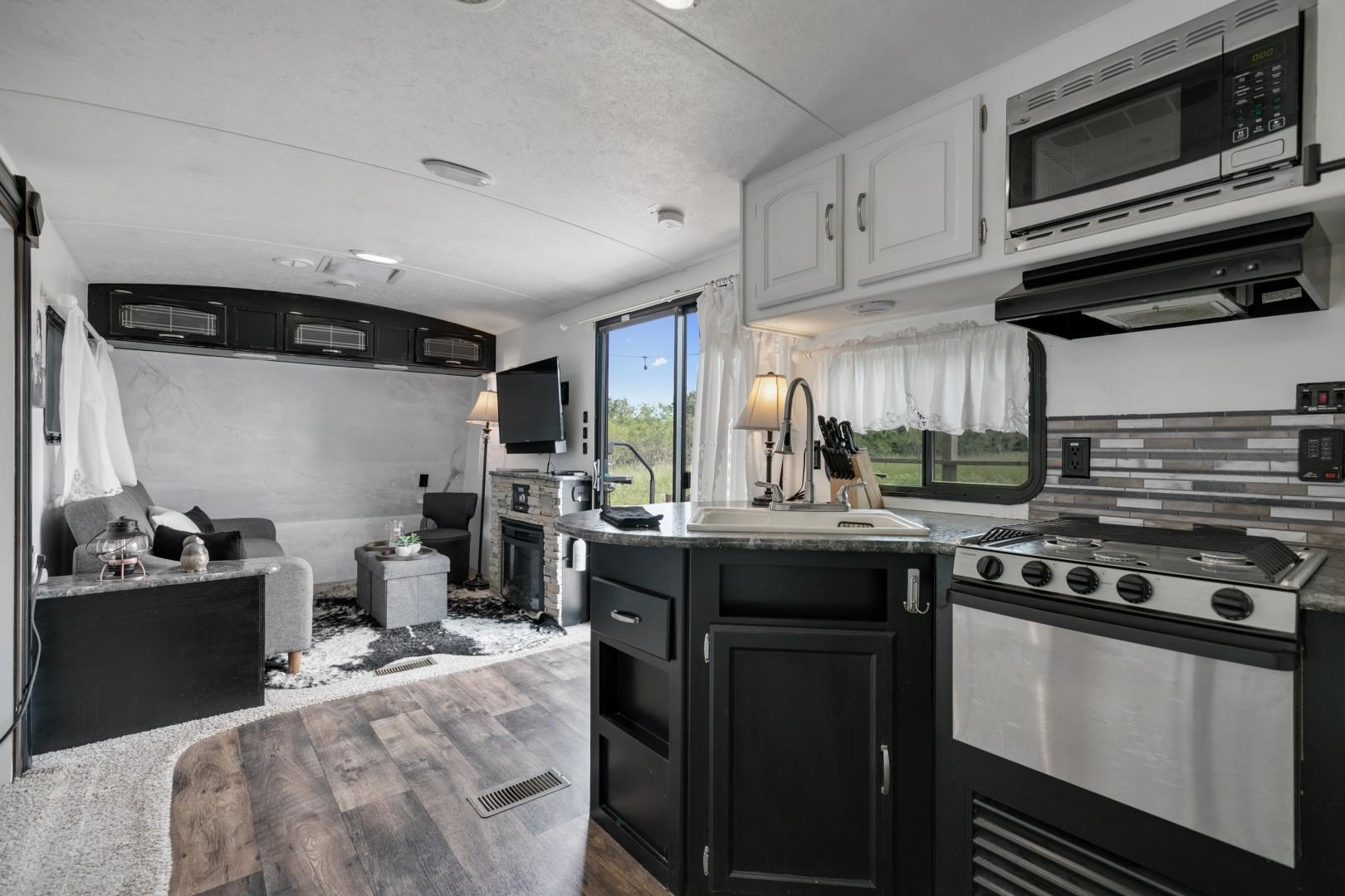 Charming! Luxury Camper with Total Privacy&Hot tub