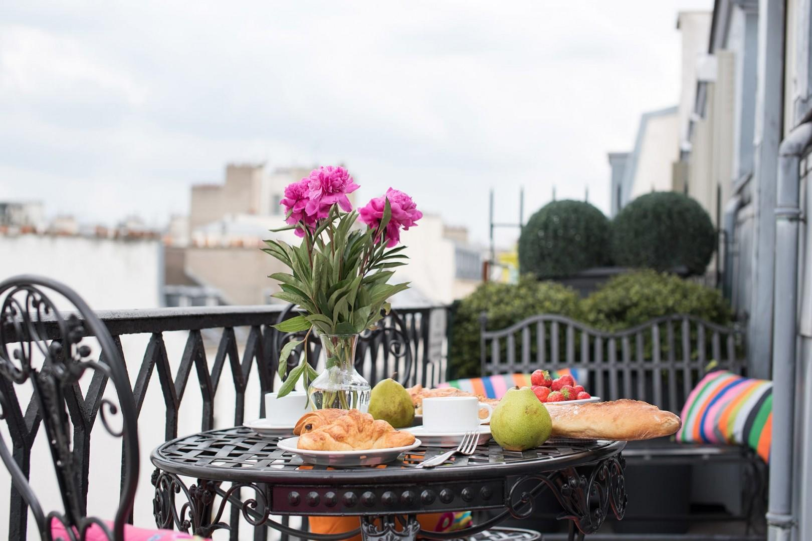 Welcome to the Saint Romain with a lovely private outdoor area!