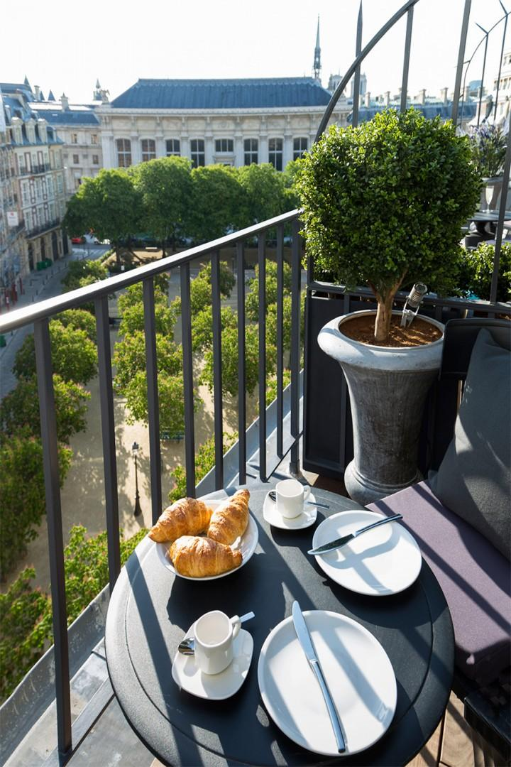 Croissants on the balcony - how Parisian!