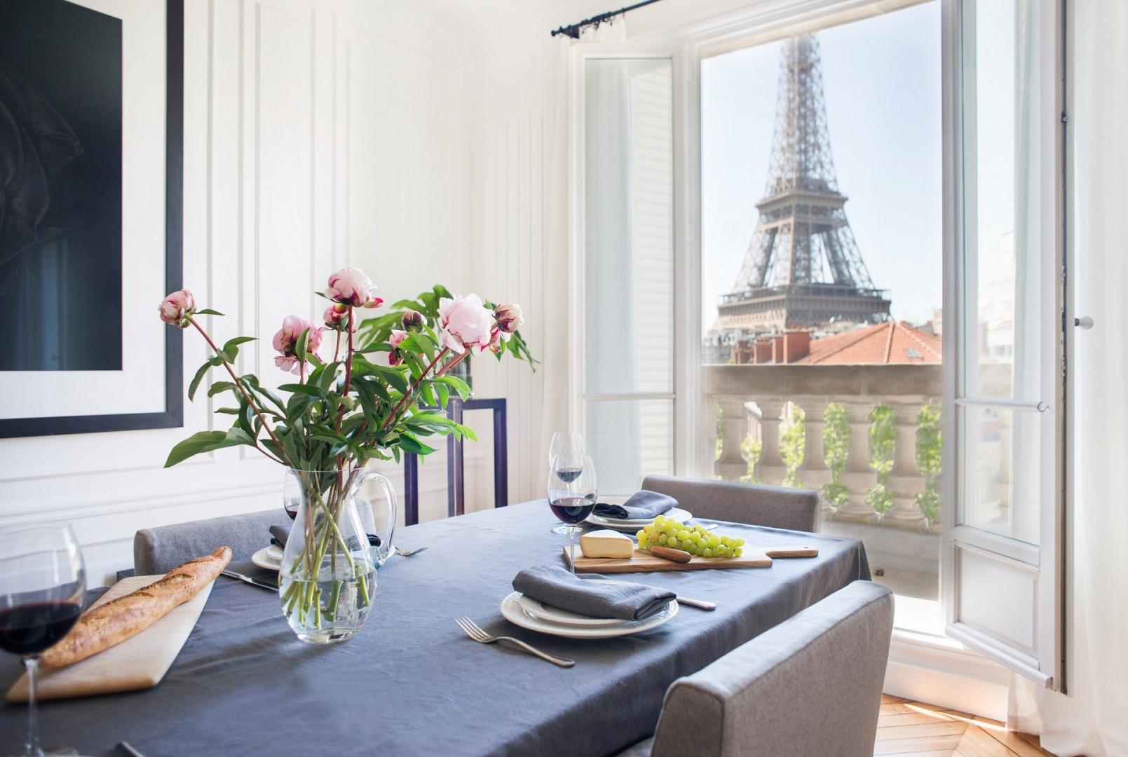 Dining room with the best view of Paris!