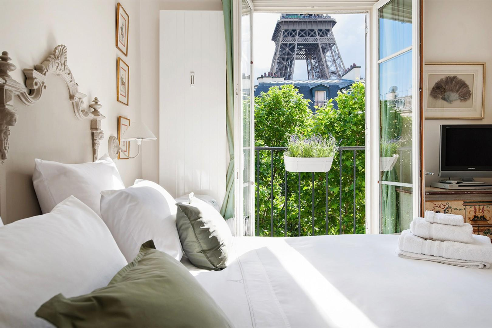 Say bonjour to the Eiffel Tower from bedroom 1!