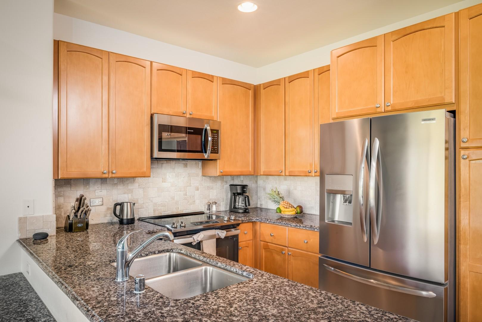 Full Kitchen w/ Granite Countertops and Updated Stainless Steel Appliances
