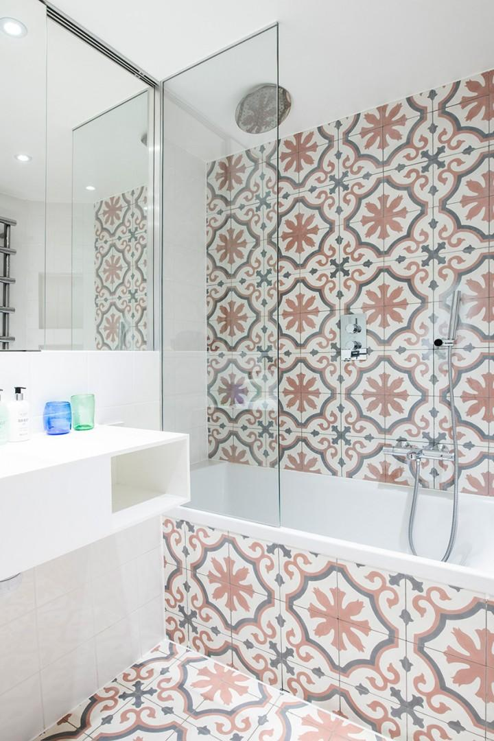 Handsome hand-painted tiles in the bathroom
