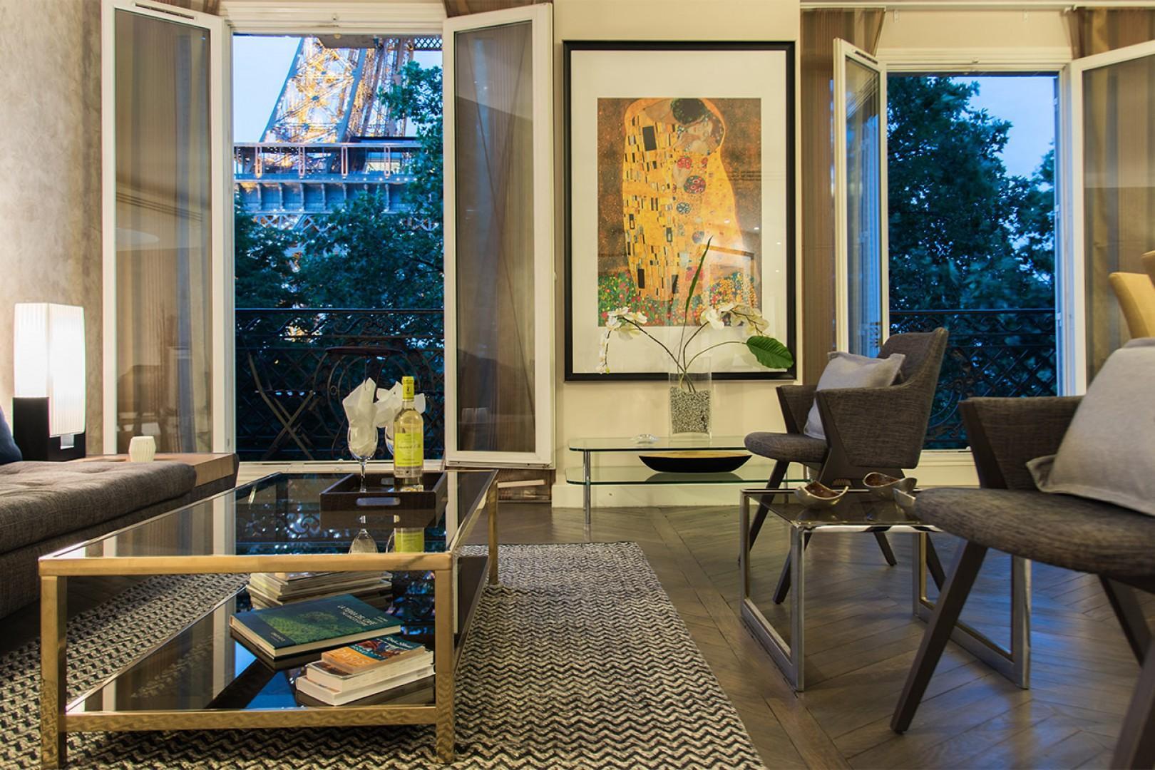 Our romantic Viognier apartment offers this unbeatable Paris view.