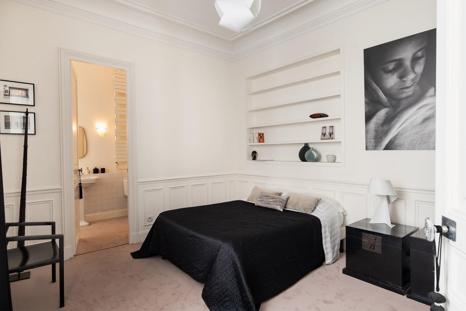 The separate bedroom 3 comes with an en suite bathroom.