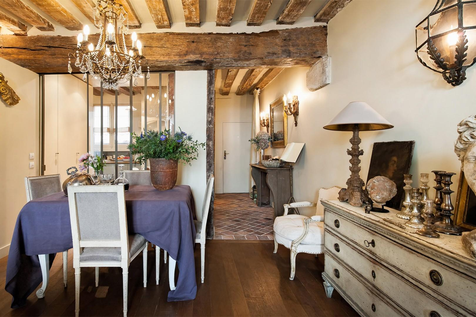 Enjoy romantic dinners in your Parisian home.