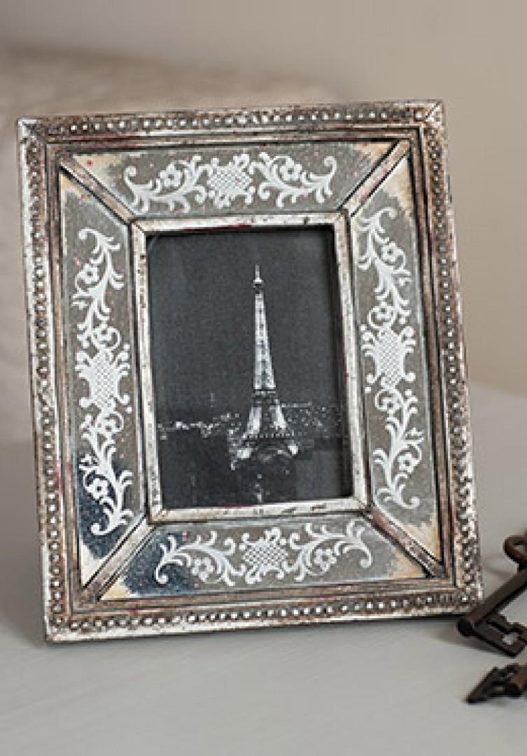 A touch of Paris!