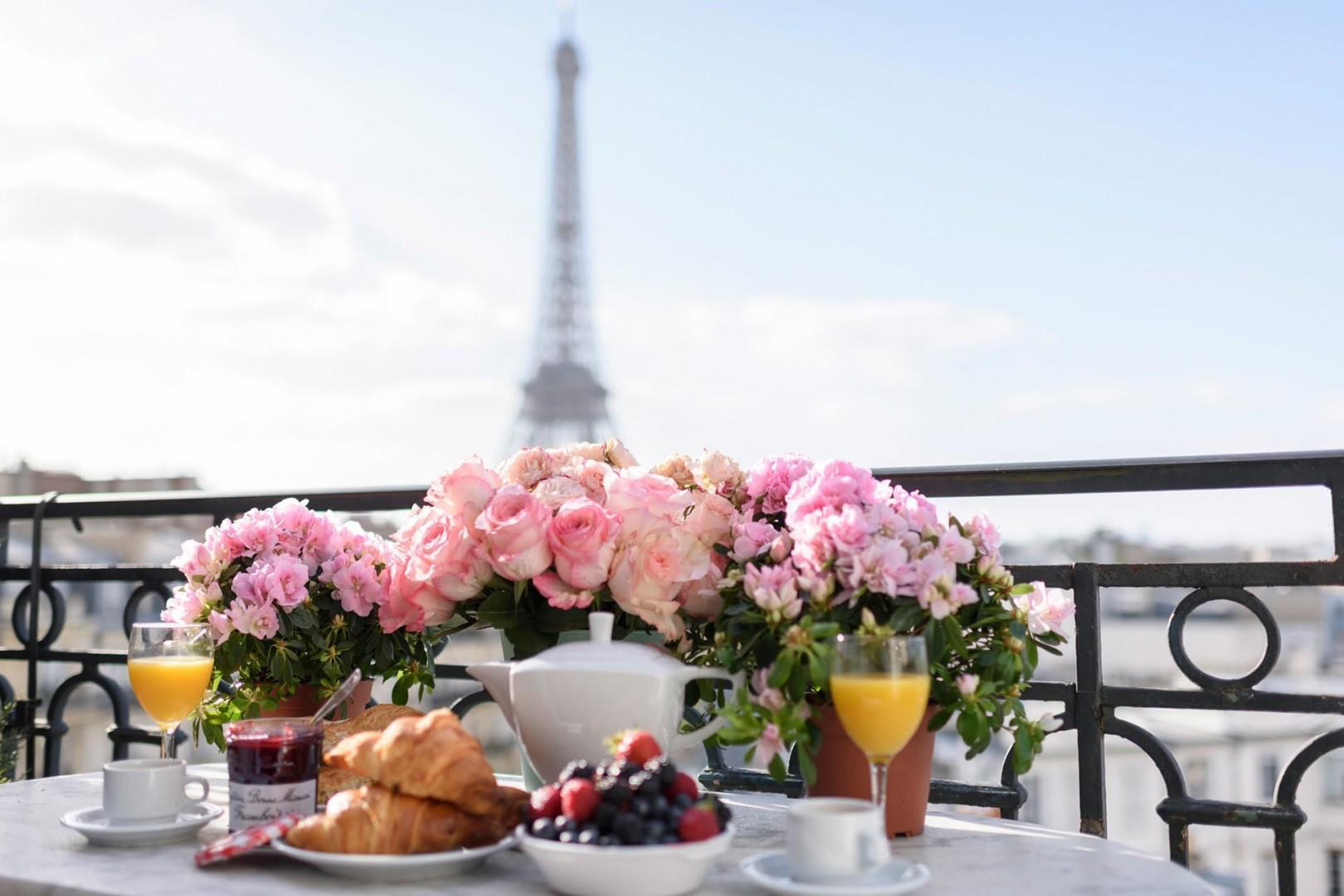 Treat yourself to al fresco breakfasts with breathtaking views!