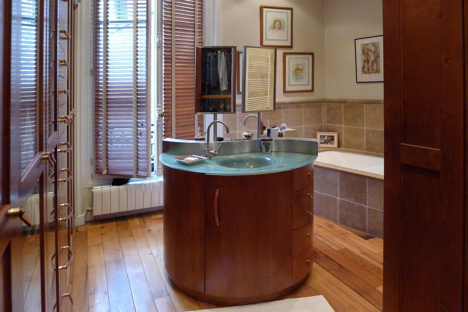 Start your day in bathroom 1 with this gorgeous woodwork.