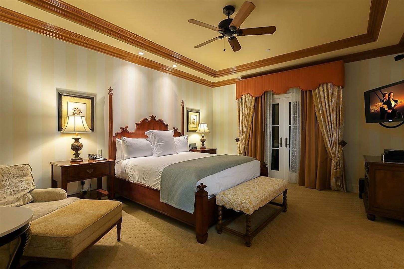Villas_at_Grand_Del_Mar_Loggia_Bedroom_06