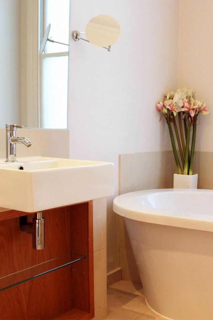 Beautiful sink and bathtub
