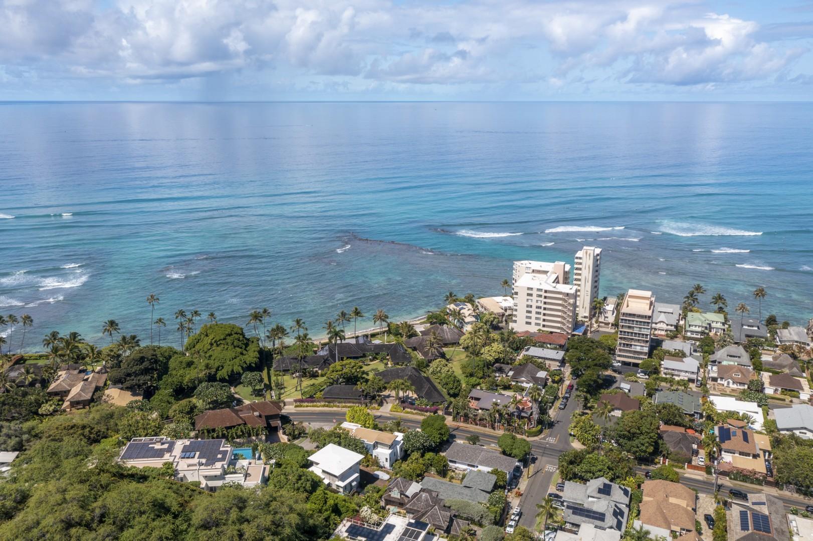 Located near the surf break Tongs