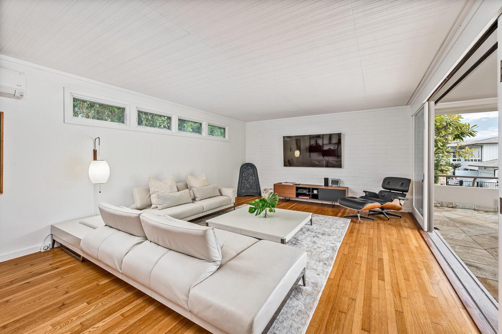 Main living room, smart TV, bluetooth speakers