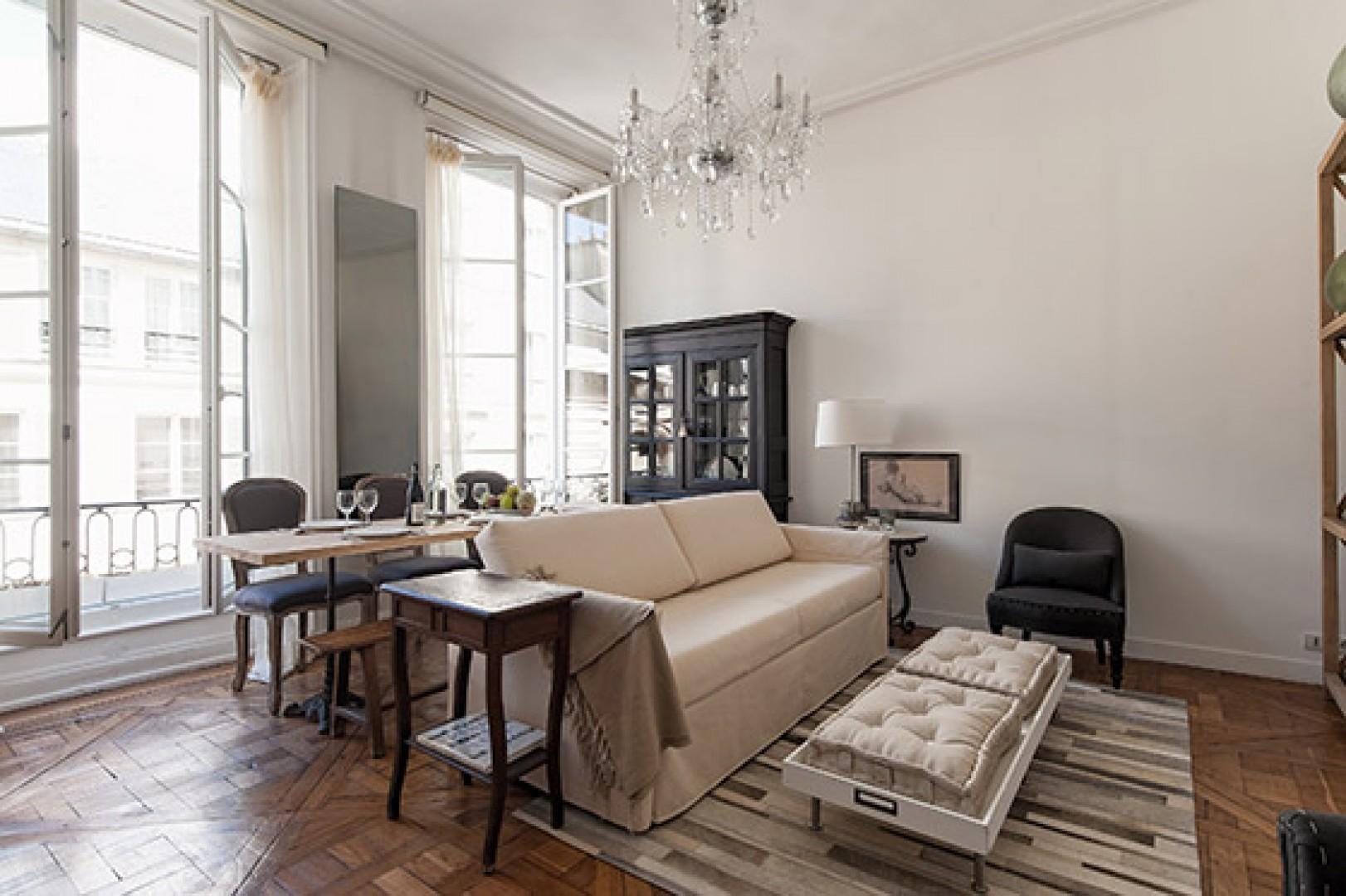 The loft-like floorplan will appeal to art lovers!