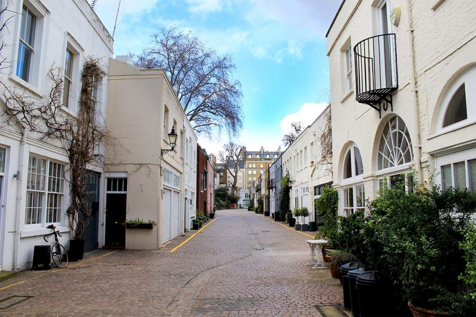 Welcome to Middleton set in these quiet Mews!