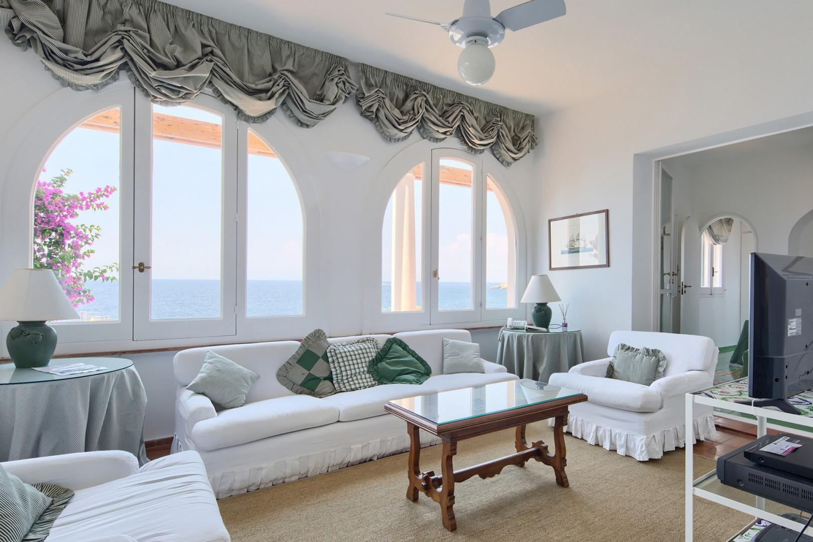 Comfortable cottage-style sofa and chairs in the living room with breathtaking views.