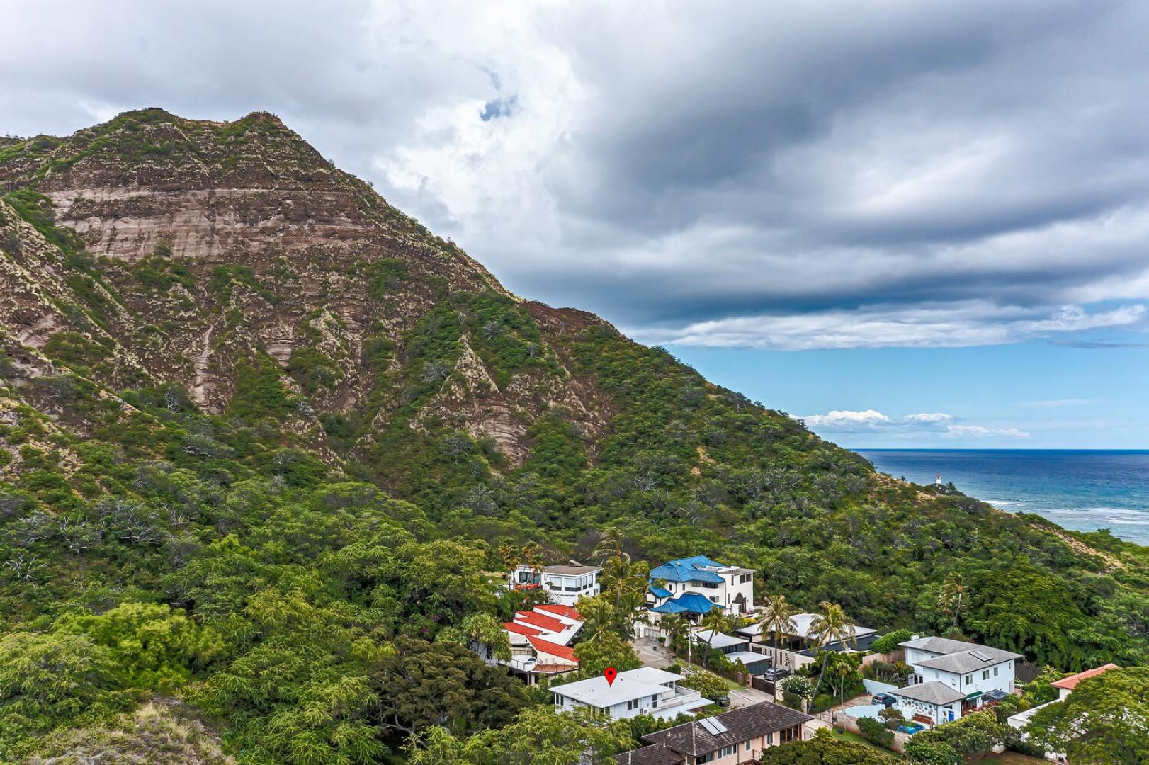 Located in one of the most exclusive neighborhoods on the island, on the slopes of Diamond Head