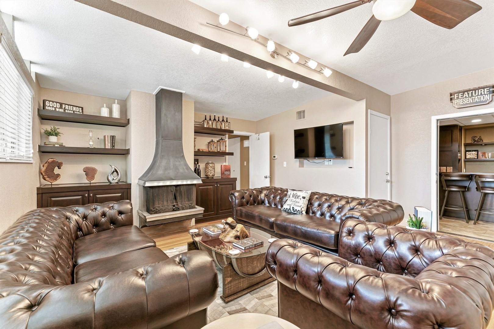 Luxury Home w/Pool, Grill/Bar, &MovieRoom