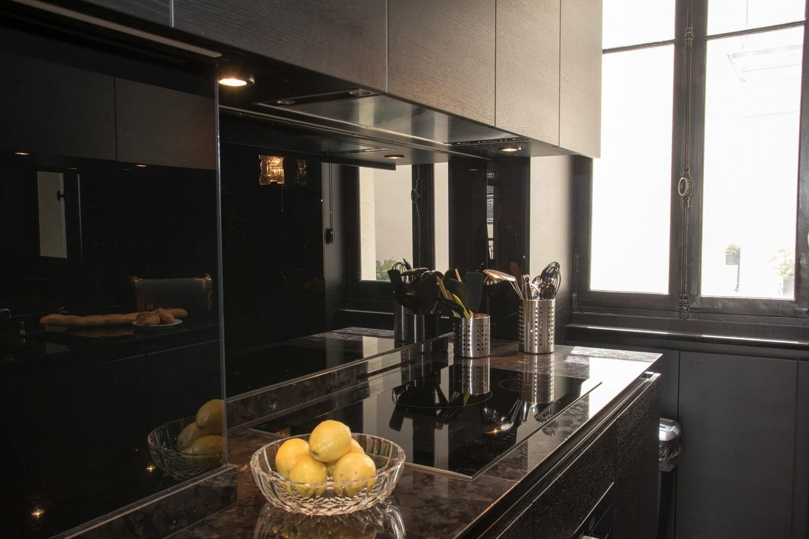 Cook up a storm in this gourmet kitchen!