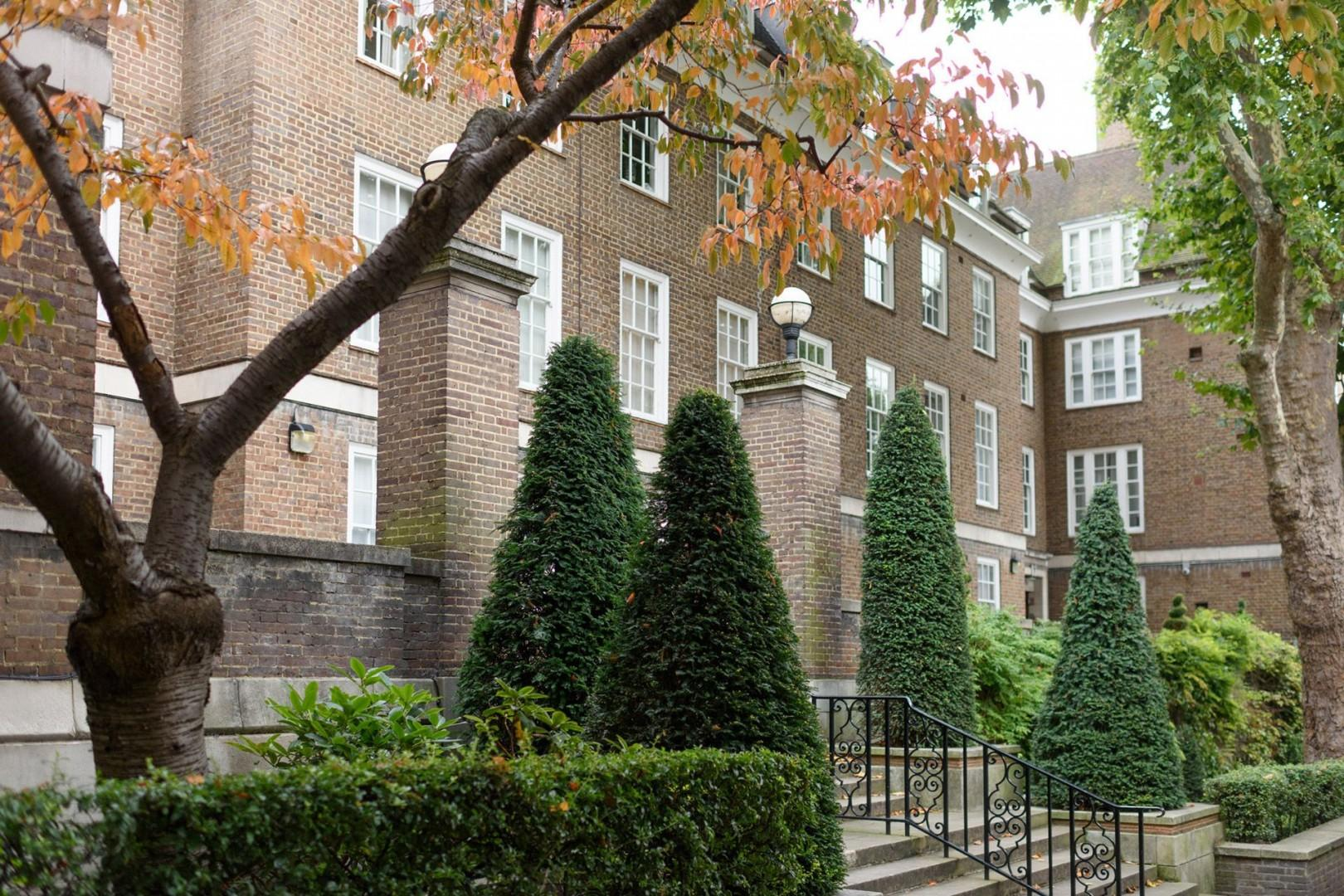 CMS-39-(Walk up the stairs to this grand old house)-183991332-1510040268-GL-kensington-church-walk-4-edit-1