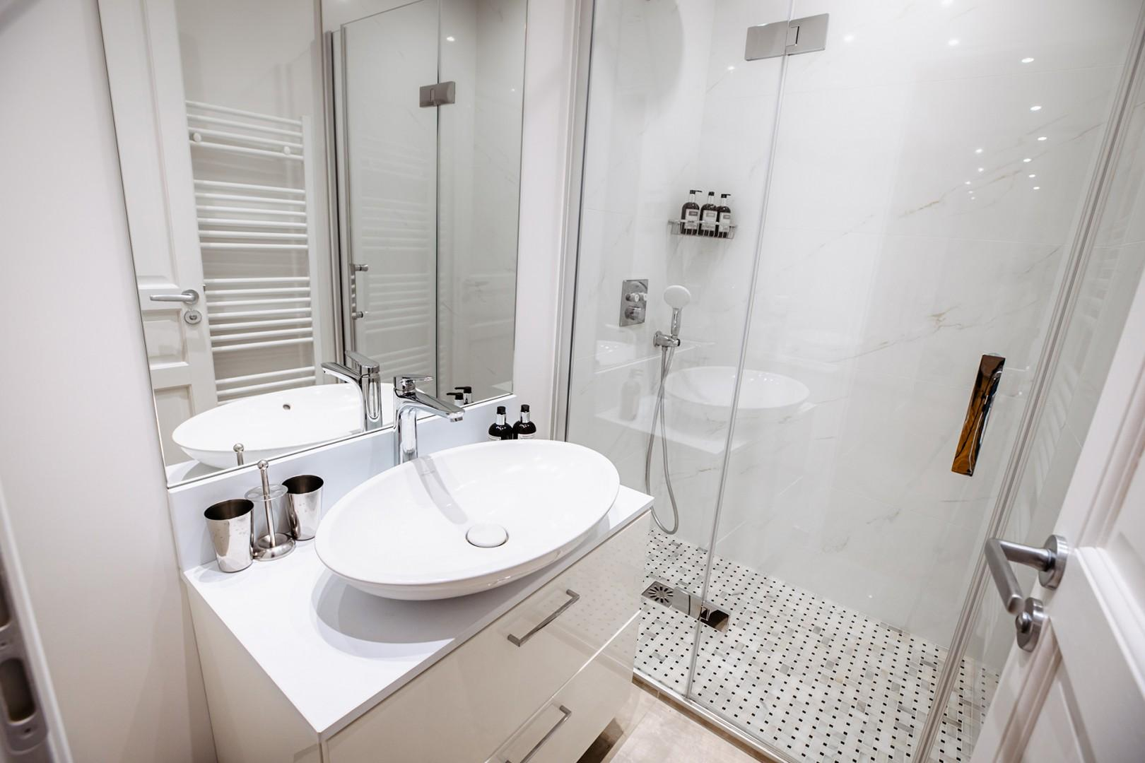 Bathroom 1 is located near bedroom 1