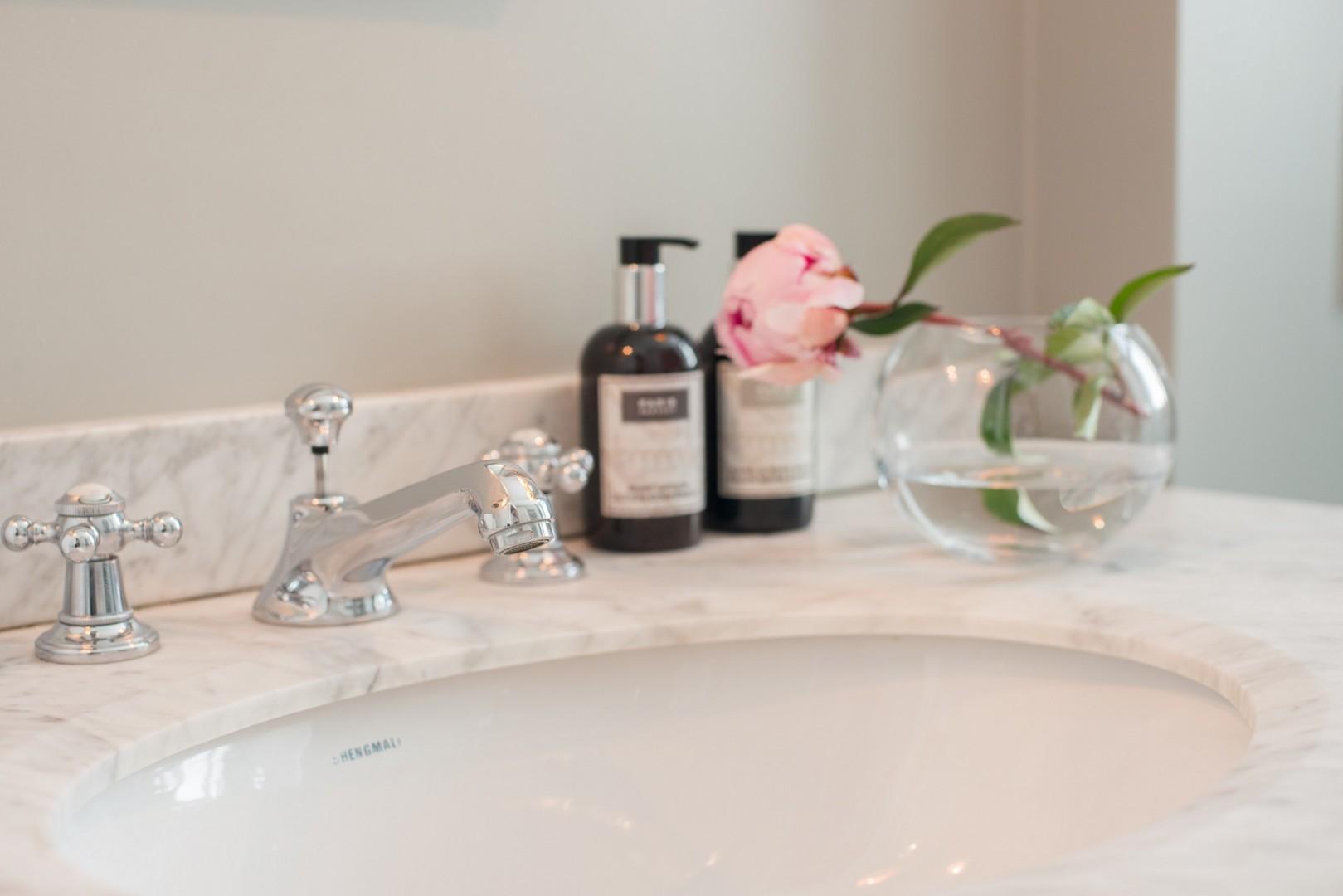 Stylish vanity unit in bathroom 2