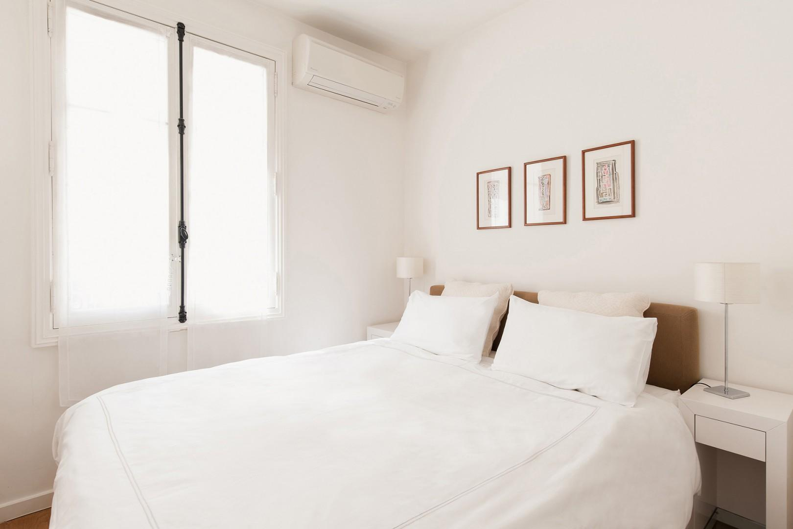 CMS-12-(Make yourself at home in the comfy bedroom with an en suite bathroom.)-10-palette-bedroom-1