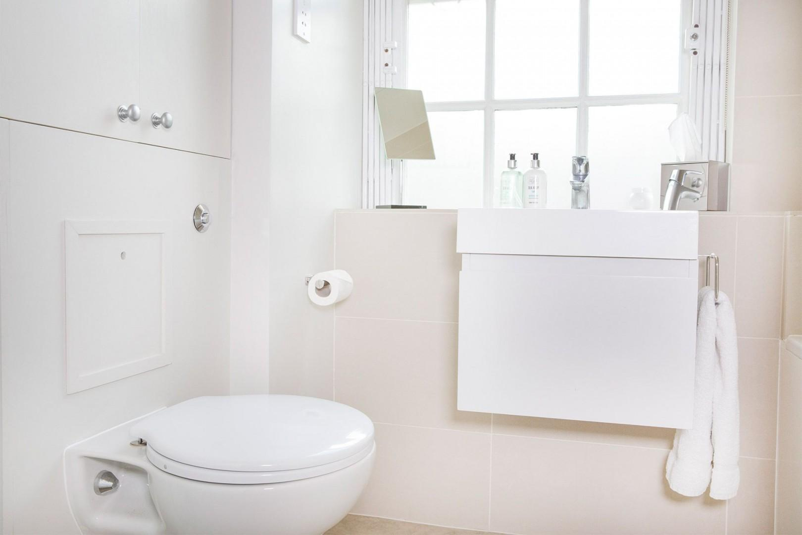 Bathroom with a bath, toilet and sink