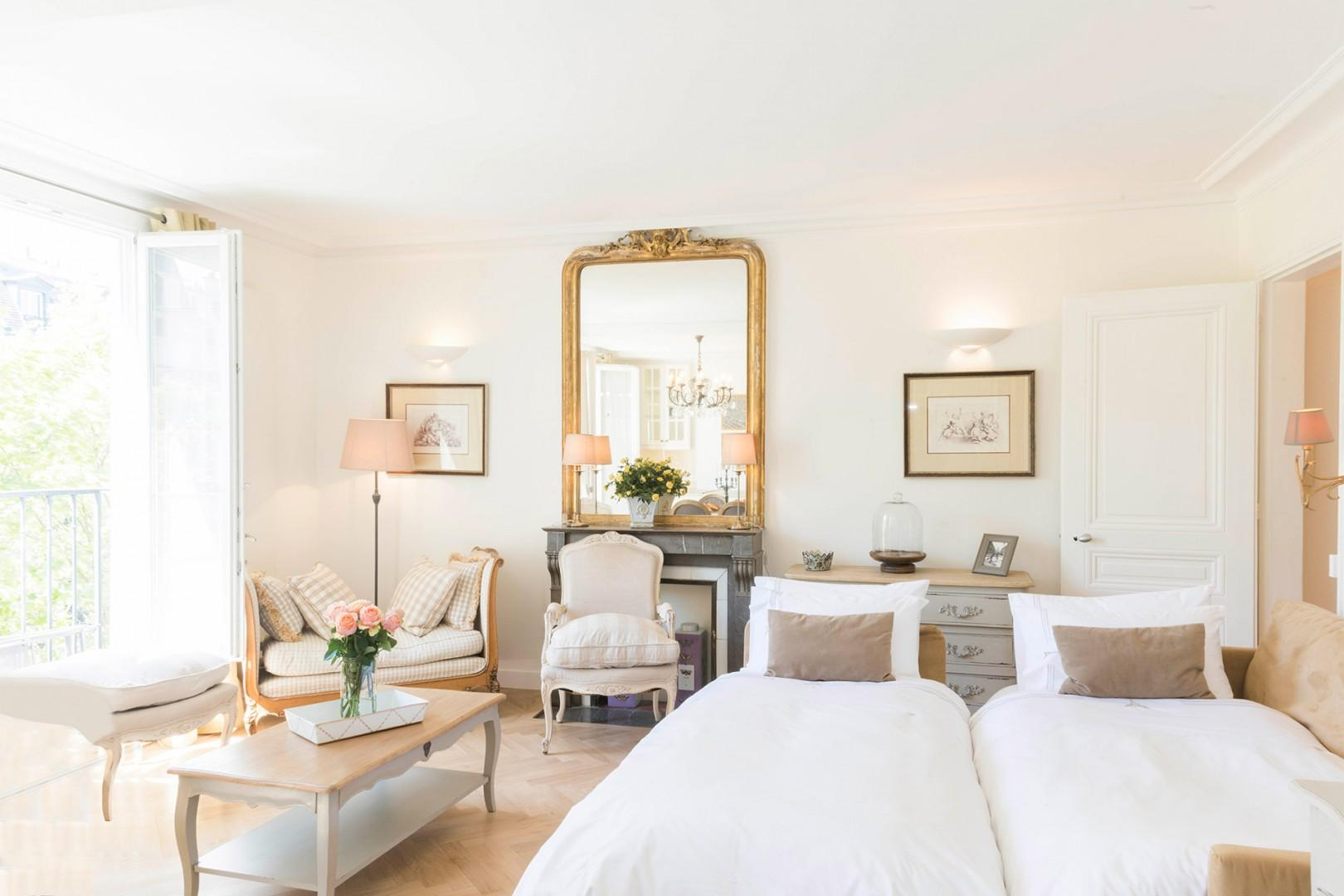 Wake up in a Perfectly Parisian apartment!