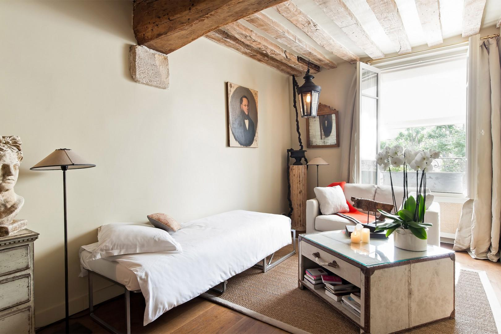 Enjoy leafy Paris views from your bed!