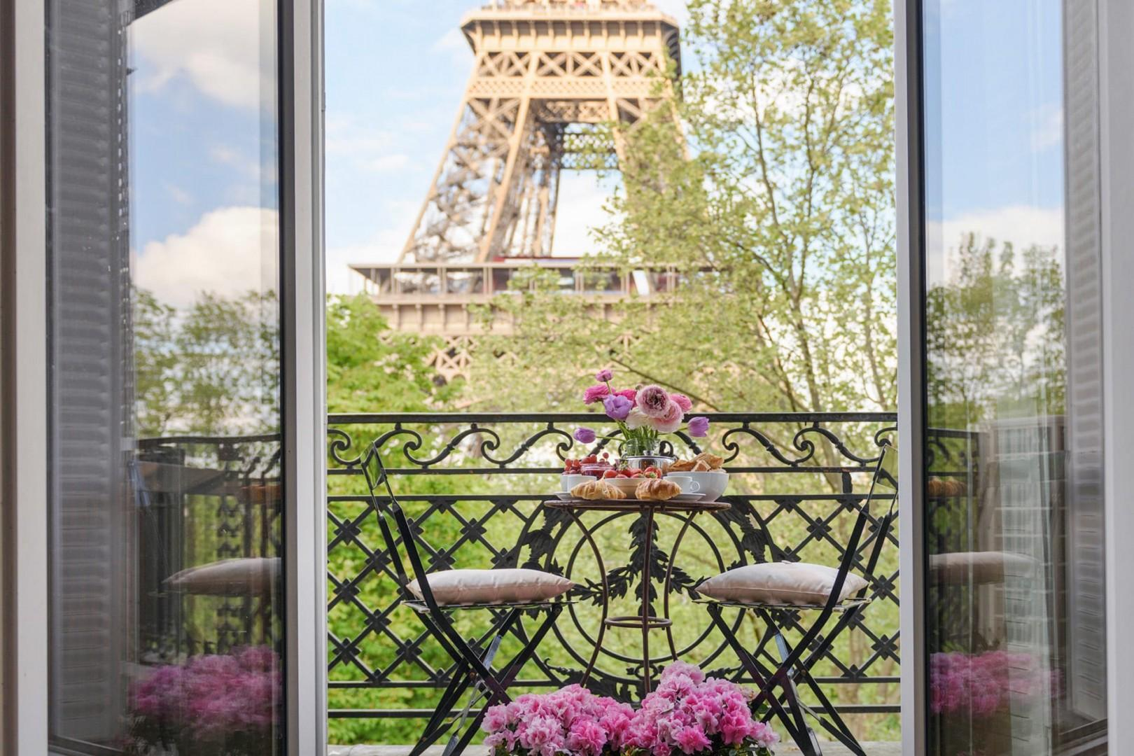 Welcome to the Viognier with Eiffel Tower view from the living room!