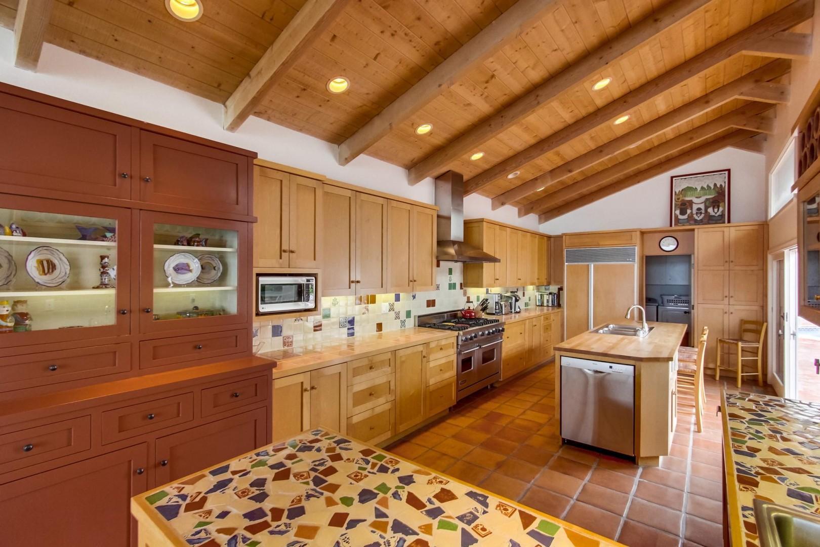 Beautiful open kitchen with island