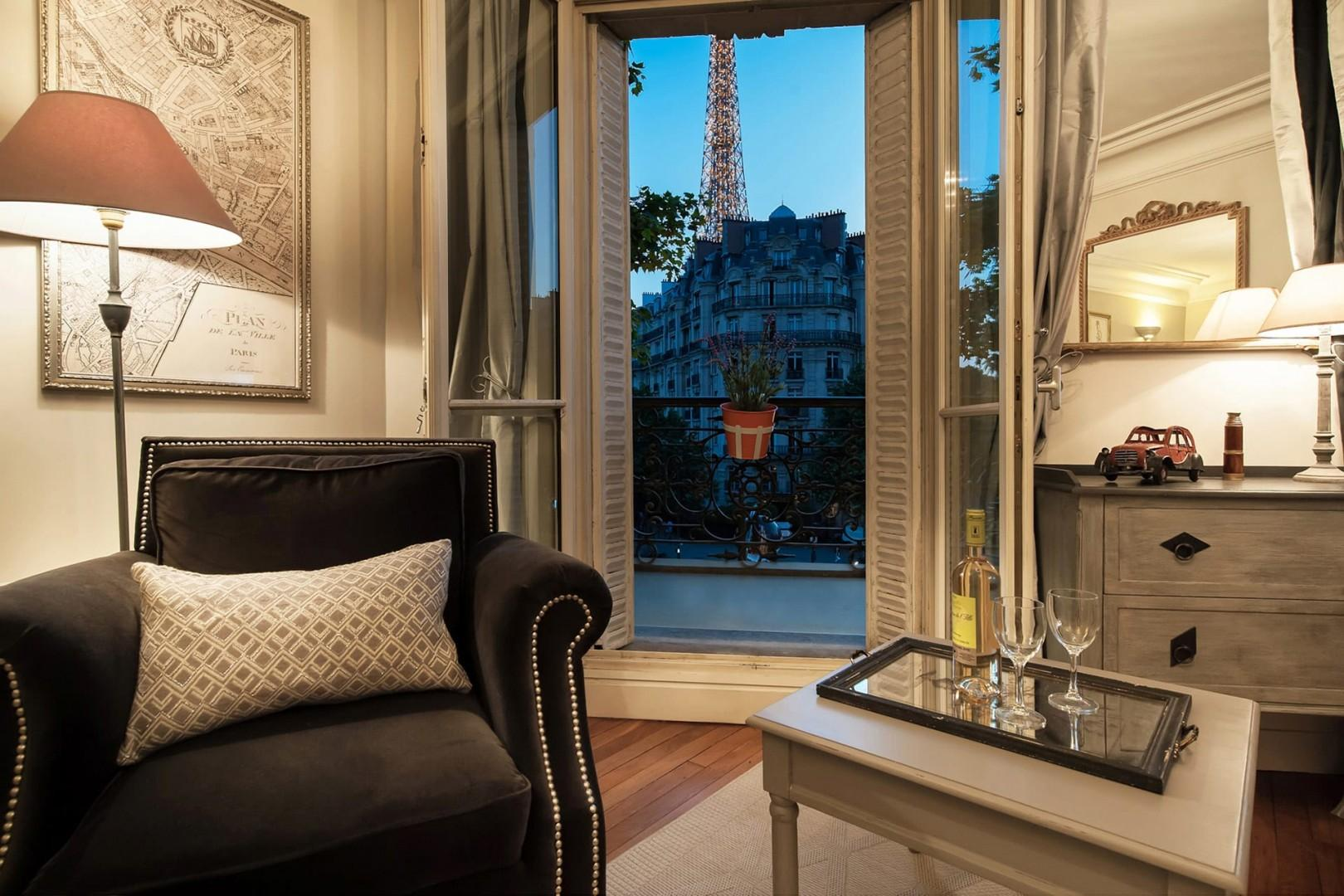 Welcome to the Volnay with unforgettable views of the Eiffel Tower!