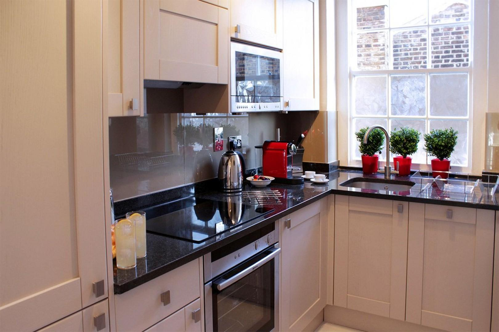 Fully equipped modern kitchen in London vacation rental