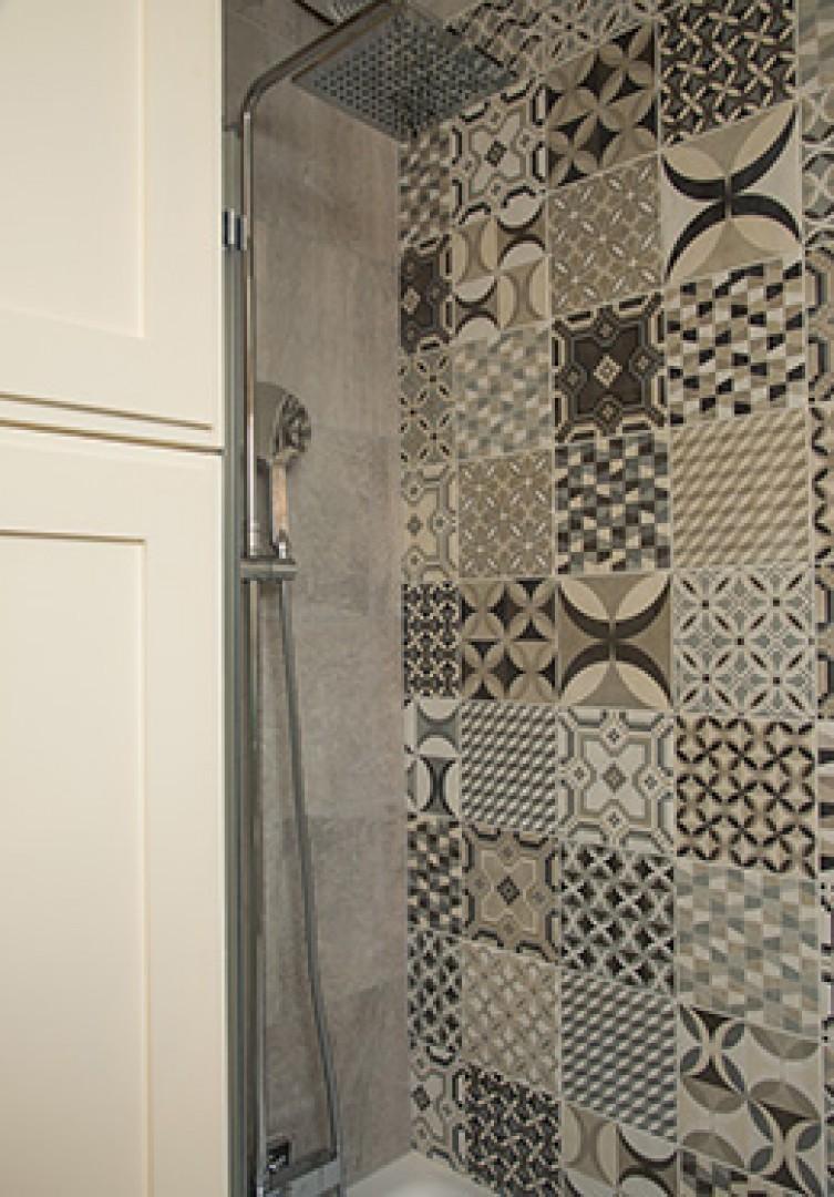 Rainwater style and handheld shower